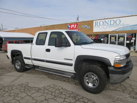 2001 Chevrolet Silverado 2500HD for sale at Rondo Truck & Trailer in Sycamore IL