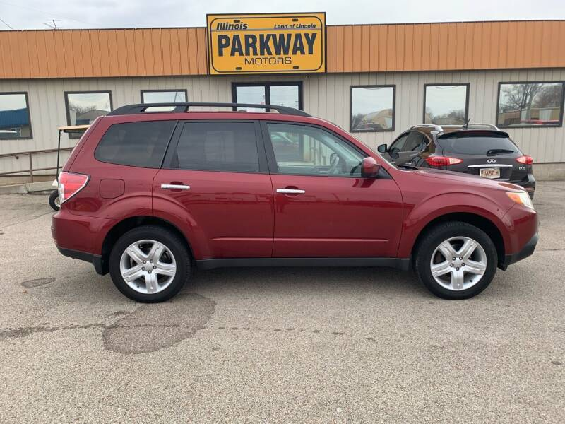 2010 Subaru Forester for sale at Parkway Motors in Springfield IL