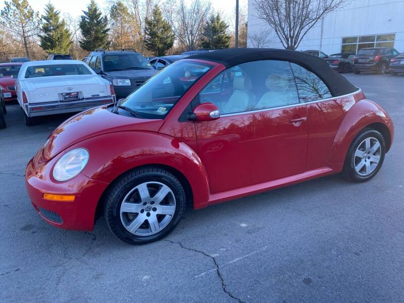 2006 Volkswagen New Beetle Convertible for sale at Super Bee Auto in Chantilly VA