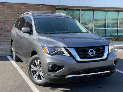 2018 Nissan Pathfinder for sale at AKOI Motors in Tempe AZ