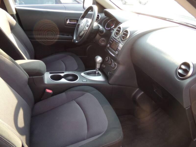 2013 Nissan Rogue AWD SV 4dr Crossover - Oconomowoc WI