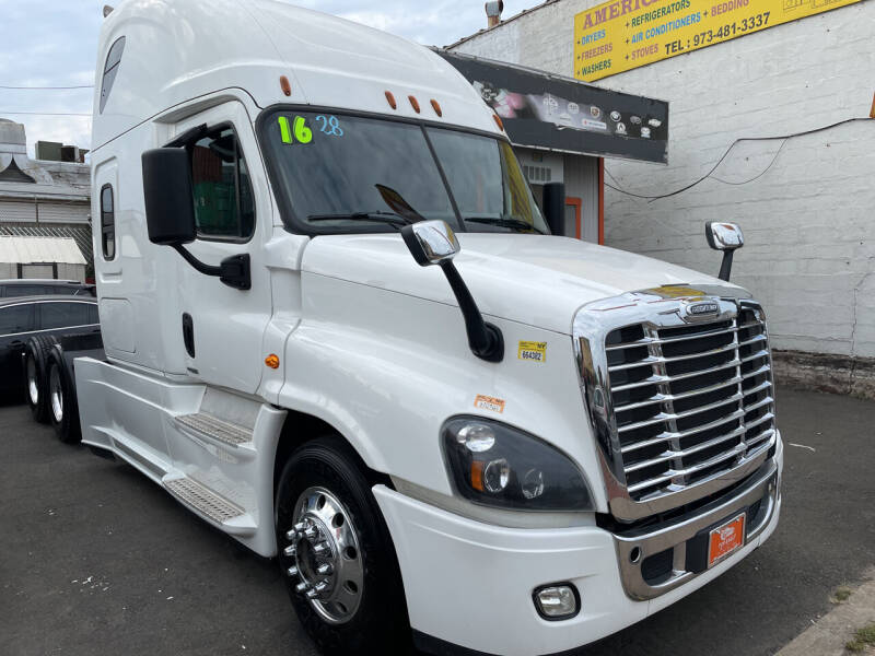 2016 Freightliner Cascadia for sale at TOP SHELF AUTOMOTIVE in Newark NJ