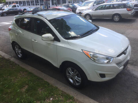 2012 Hyundai Tucson for sale at UNION AUTO SALES in Vauxhall NJ