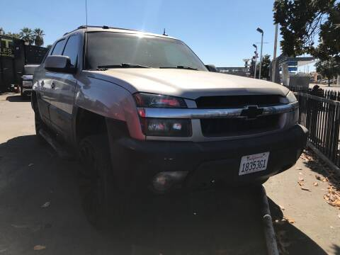 2005 Chevrolet Avalanche for sale at BMT Auto Sales in Fresno nul