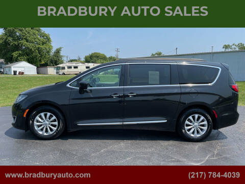 2017 Chrysler Pacifica for sale at BRADBURY AUTO SALES in Gibson City IL