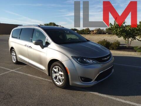 2017 Chrysler Pacifica for sale at INDY LUXURY MOTORSPORTS in Fishers IN