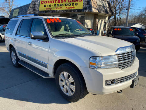2008 Lincoln Navigator for sale at Courtesy Cars in Independence MO