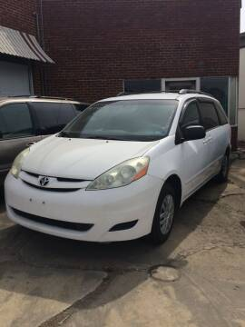 2006 Toyota Sienna for sale at Village Auto Center INC in Harrisonburg VA