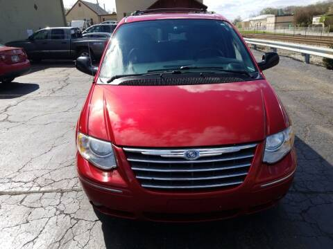 2005 Chrysler Town and Country for sale at Discovery Auto Sales in New Lenox IL