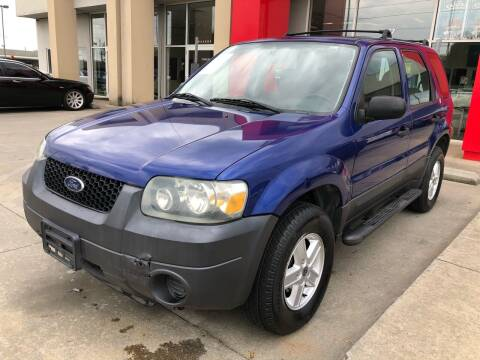 2005 Ford Escape for sale at Thumbs Up Motors in Warner Robins GA