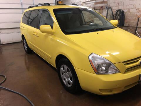 2006 Kia Sedona for sale at BARNES AUTO SALES in Mandan ND