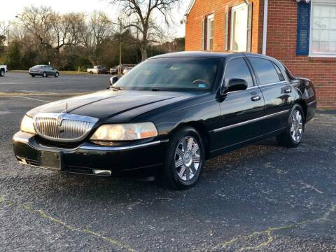 2003 Lincoln Town Car for sale at Carland Auto Sales INC. in Portsmouth VA
