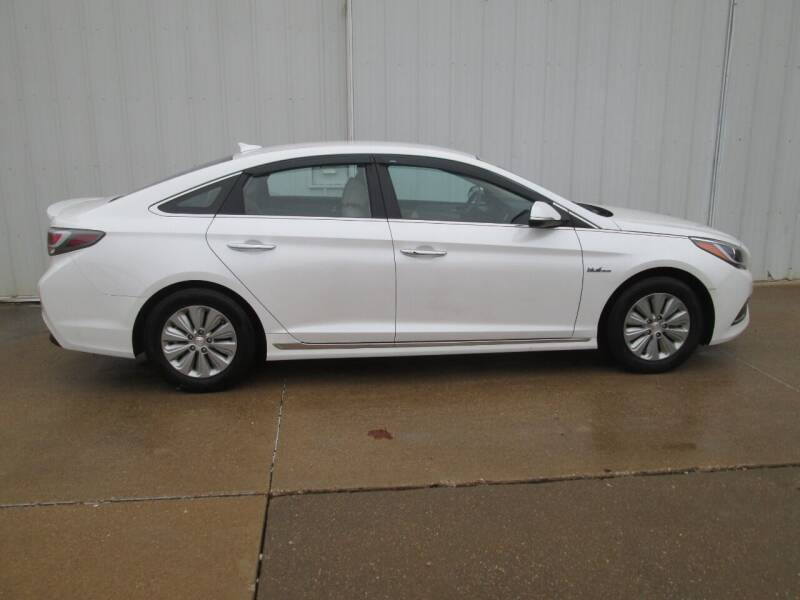 2016 Hyundai Sonata Hybrid for sale at Parkway Motors in Osage Beach MO