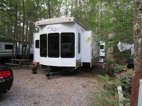 2014 Hy-Line HY 44 IKEB for sale at Route 12 Auto Sales in Leominster MA
