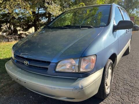 2000 Toyota Sienna for sale at Dreams Auto Sales LLC in Leesburg VA
