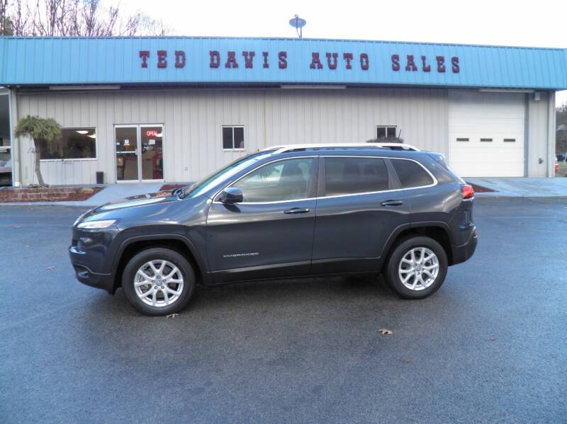 2018 Jeep Cherokee for sale at Ted Davis Auto Sales in Riverton WV