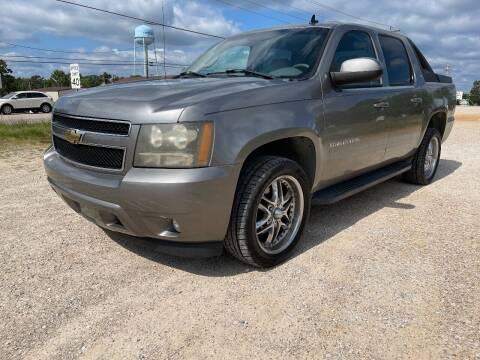 2007 Chevrolet Avalanche for sale at Dave's Auto Care & Sales LLC in Camdenton MO