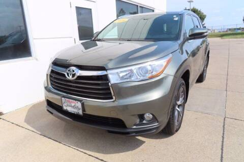 2016 Toyota Highlander for sale at HILAND TOYOTA in Moline IL