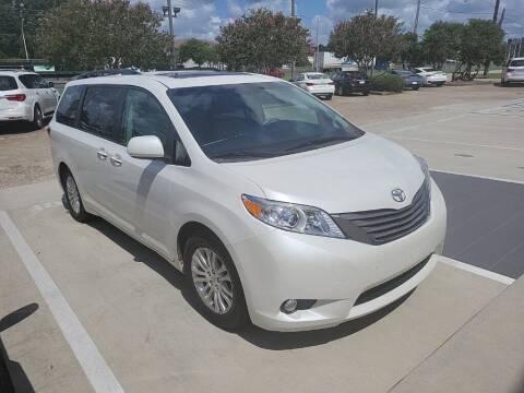 2017 Toyota Sienna for sale at JOE BULLARD USED CARS in Mobile AL