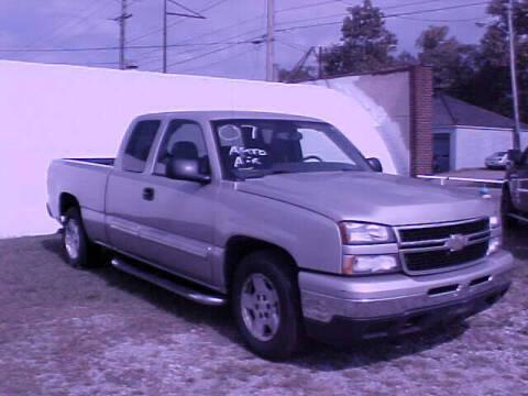 2007 Chevrolet Silverado 1500 Classic for sale at Bates Auto & Truck Center in Zanesville OH