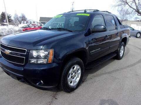 2008 Chevrolet Avalanche for sale at Ideal Auto Sales, Inc. in Waukesha WI