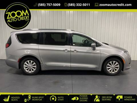 2018 Chrysler Pacifica for sale at ZoomAutoCredit.com in Elba NY