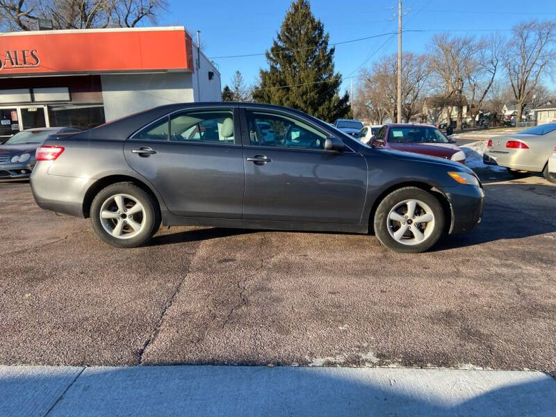 2009 Toyota Camry for sale at RIVERSIDE AUTO SALES in Sioux City IA
