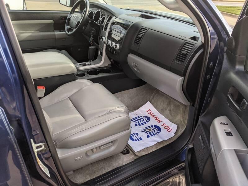 2008 Toyota Sequoia 4x4 SR5 4dr SUV (5.7L) - Des Moines IA