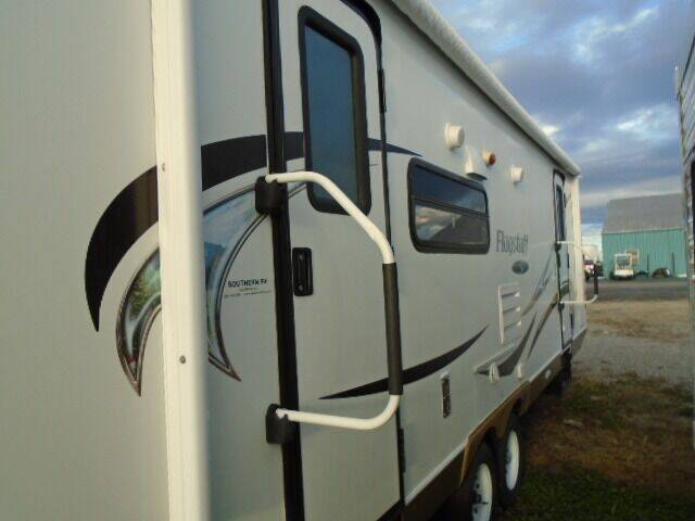 2011 Forest River Flagstaff Super Lite 26RLSS for sale at Lee RV Center in Monticello KY