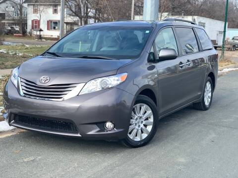 2016 Toyota Sienna for sale at ONG Auto in Farmington MN