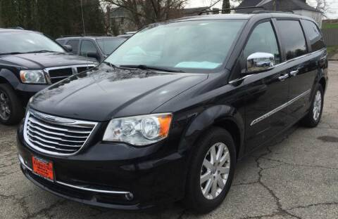 2013 Chrysler Town and Country for sale at Knowlton Motors, Inc. in Freeport IL