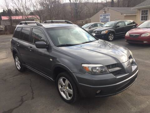 2005 Mitsubishi Outlander for sale at INTERNATIONAL AUTO SALES LLC in Latrobe PA