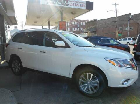 2016 Nissan Pathfinder for sale at River City Auto Center LLC in Chester IL