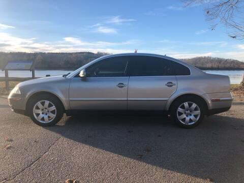 2005 Volkswagen Passat for sale at Monroe Auto's, LLC in Parsons TN