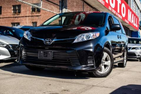 2019 Toyota Sienna for sale at HILLSIDE AUTO MALL INC in Jamaica NY