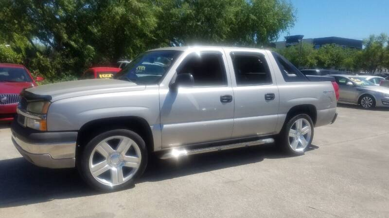2004 Chevrolet Avalanche for sale at FAMILY AUTO BROKERS in Longwood FL