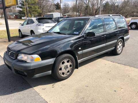 2000 Volvo V70 for sale at Wise Investments Auto Sales in Sellersburg IN