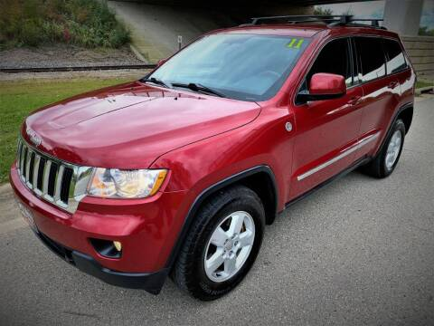 2011 Jeep Grand Cherokee for sale at Apple Auto in La Crescent MN