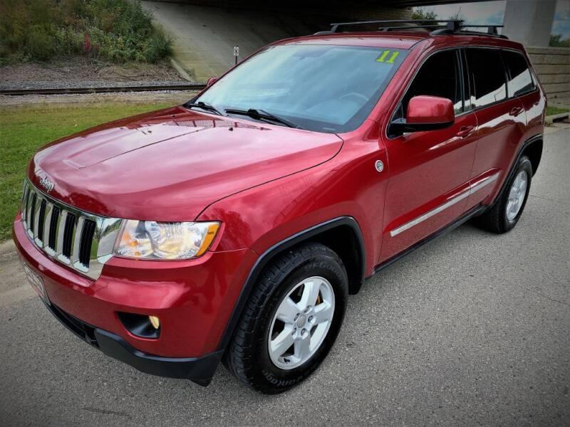 2011 Jeep Grand Cherokee for sale at Apple Auto in La Crescent MN