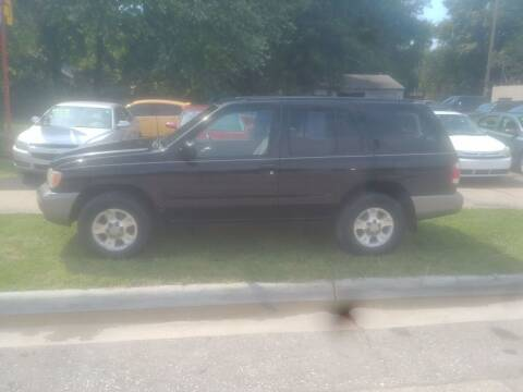 2000 Nissan Pathfinder for sale at D & D Auto Sales in Topeka KS