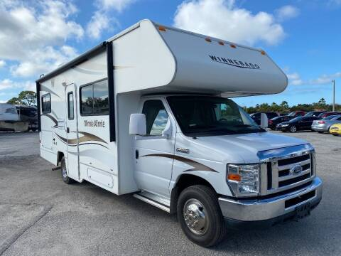 2014 Winnebago Minni Winnie 25B for sale at Bates RV in Venice FL