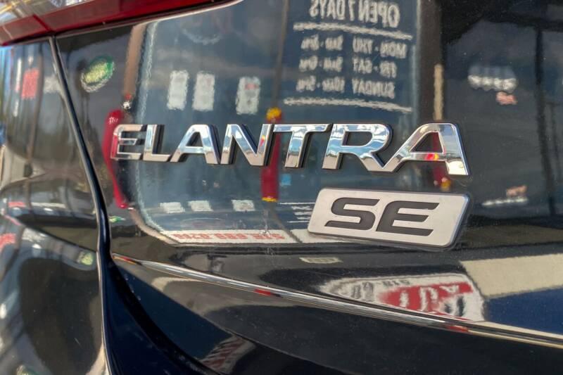 2017 Hyundai Elantra SE - East Greenbush NY