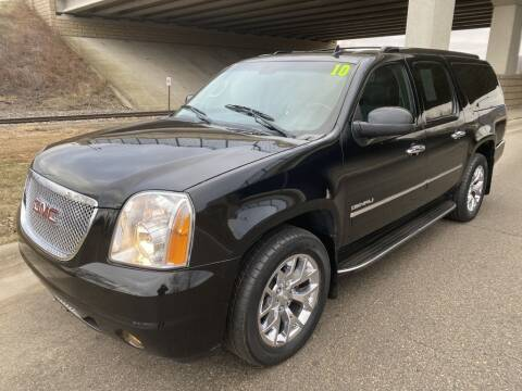 2010 GMC Yukon XL for sale at Apple Auto in La Crescent MN