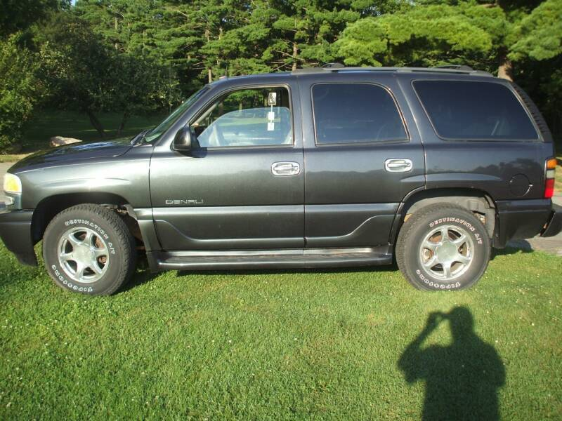 2004 GMC Yukon for sale at FOUR SEASONS MOTORS in Plainview MN