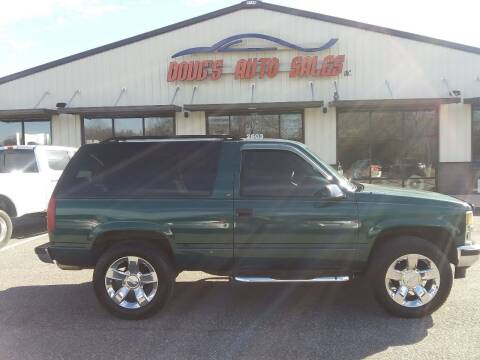 1995 Chevrolet Tahoe for sale at DOUG'S AUTO SALES INC in Pleasant View TN