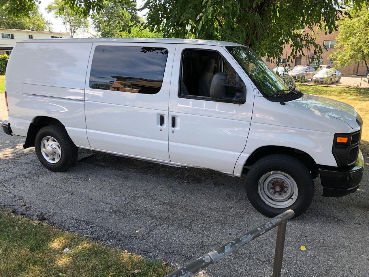White 2011 FORD E-SERIES CARGO for sale in Bridgeview, IL Photo 9