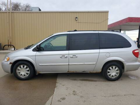 2006 Chrysler Town and Country for sale at Dakota Auto Inc. in Dakota City NE