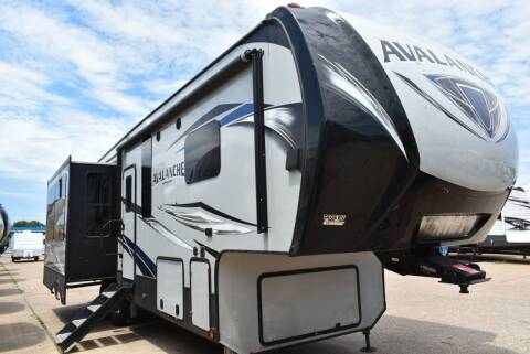 2018 Keystone Avalanche 300RE for sale at Buy Here Pay Here RV in Burleson TX