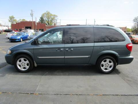 2006 Chrysler Town and Country for sale at Taylorsville Auto Mart in Taylorsville NC