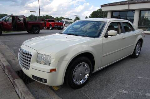 2005 Chrysler 300 for sale at Modern Motors - Thomasville INC in Thomasville NC